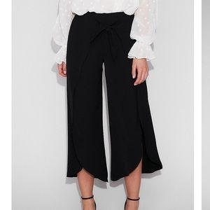 ✨NWT✨ Black High Waisted Crop Pant